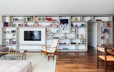 Estante, aparador, painel... São muitas as opções na hora de encontrar a melhor forma de acomodar a sua TV na casa. Veja algumas ideias e descubra qual é a melhor para o seu lar