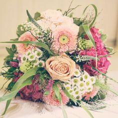 Prajeme vám krásny deň  #kvetysilvia #kvetinarstvo #kvety #svadba #love #instagood #cute #follow #photooftheday #beautiful #tagsforlikes #happy #like4like #nature #style #bouqet #pretty #flowers #design #awesome #wedding #home #handmade #flower #summer #bride #weddingday #floral #naturelovers #picoftheday