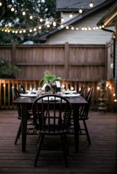 The globe lights just keep making me feel like we& sitting outside an Airstream on vacation in Or at a cool urban outdoor restaurant. So check out all these outdoor globe string lights ideas and be inspired! Patio Dining, Outdoor Dining, Outdoor Decor, Outdoor Fire, Dining Table, Patio Table, Outdoor Tables, Fire Table, Patio Chairs