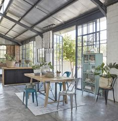 Warehouse Living, Warehouse Home, Glass Extension, House Extension Design, Industrial Dining, Industrial House, Chaise Indus, Barn Conversion Interiors, Crittal Doors