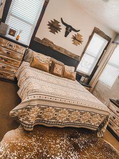 Country Teen Bedroom, Western Bedroom Decor, Western Rooms, Western Bedding, Western Decor, Room Ideas Bedroom, Home Decor Bedroom, Living Room Decor, Dream Rooms
