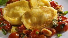 Panierter Mozzarella mit Tomaten