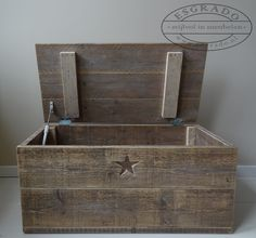 Trendy diy wood projects for kids wooden toys fun Ideas Wood Projects For Kids, Reclaimed Wood Projects, Scaffolding Wood, Decoration Palette, Wooden Chest, Wooden Pallets, Wood Toys, My New Room, Barn Wood