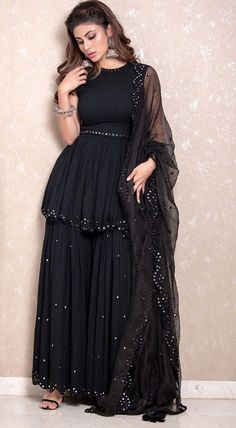 Bollywood Black Pakistani sharara set with beautiful net dupatta Stunning and Refreshing ! Bollywood Black Pakistani sharara set with beautiful net dupatta Stunning and Refreshing ! Pakistani Party Wear Dresses, Designer Party Wear Dresses, Indian Gowns Dresses, Indian Fashion Dresses, Dress Indian Style, Pakistani Dress Design, Indian Designer Outfits, Nikkah Dress, Black Pakistani Dress