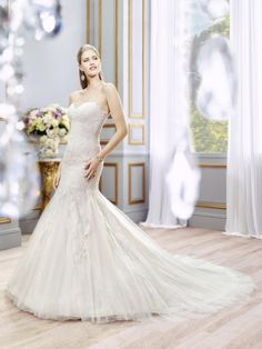 2016 Beautiful Lace Wedding Dresses With Sweetheart Collar Applique Sequins Sleeveless Open Back Wedding Gowns Court Train Custom Made Petite Bridal Gowns Ruching Wedding Dress From Liuliu8899, $200.27| Dhgate.Com