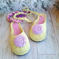 Videotutoriales – Pantunflas – Zapatillas – Trapillo – Crochet XXL – Comando Craft Crochet Sandals, Crochet Tote, Crochet Shoes, Crochet Slippers, Love Crochet, Crochet Slipper Pattern, Cute Slippers, Old T Shirts, Sewing For Kids