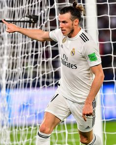 Gareth Bale Real Madrid 11, Real Madrid Soccer, Barcelona Sports, Fc Barcelona, Bale 11, Equipe Real Madrid, Mia Hamm, Soccer Girl Problems, Soccer Quotes