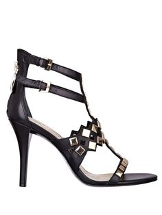 b996e254e837 Amazon.com  GUESS Lala Studded Sandals  Shoes Creative Shoes