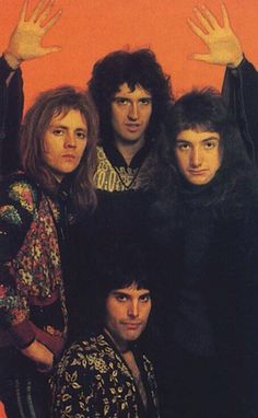 My Crazy Little Obsession — They really couldn't take a nice group picture. Queen Freddie Mercury, John Deacon, Queen Photos, Queen Pictures, Brian May, I Am A Queen, Save The Queen, Queen Banda, Fred Mercury