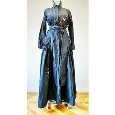 Rochie lunga, din tafta, cu maneci lungi, brodata floral, accesorizata cu nasturi si cordon in talie Duster Coat, Floral, Jackets, Fashion, Embroidery, Down Jackets, Moda, Jacket, Fasion