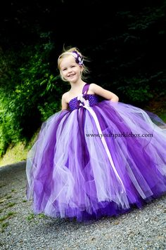 LOL What a little Poof-Ball of a flower girl! This is too cute and in the right colors too! Tee