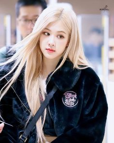 Find images and videos about kpop, rose and blackpink on We Heart It - the app to get lost in what you love. Rose Park, Jennie Lisa, Blackpink Photos, Pictures, Airport Style, Swagg, South Korean Girls, Kpop Girls, Asian Girl