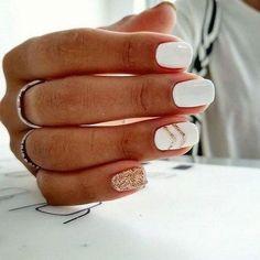 White Nail Art Designs, um den ganzen Winter lang zu rocken Brit + Co - Estella K. White Nail Art Designs, um den ganzen Winter lang zu rocken Brit + Co - de nail art Cute Acrylic Nails, Acrylic Nail Designs, Winter Acrylic Nails, Gel Polish Designs, Shellac Nail Designs, White Nail Art, White Gel Nails, White Manicure, Gold Nails