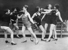 I thought this was a but of a gas photo- Boxing flappers