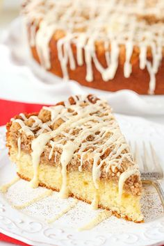 This Eggnog Crumb Cake has the flavor of eggnog in the cake and icing and is spiced with nutmeg and cinnamon in the delicious crumb topping! It's the perfect breakfast for Christmas morning – and the Christmas Desserts, Christmas Baking, Christmas Goodies, Holiday Baking, Christmas Holiday, Christmas Dishes, Fall Baking, White Christmas, Christmas Ideas