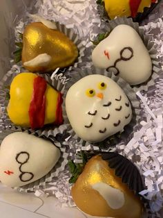 Homemade Chocolate Bars, Chocolate Covered Treats, Chocolate Dipped Strawberries, Harry Potter Bday, Harry Potter Baby Shower, Valentine Desserts, Fun Desserts, Reindeer Cupcakes, Strawberry Box