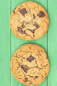 These tahini and olive oil chocolate chunk cookies are amazing! They're big, soft, chewy and absolutely delicious, full of healthy fats. Coconut Recipes, Old Recipes, Tahini, Healthy Desserts, Dessert Recipes, Healthy Fats, Royal Recipe, Chocolate Chunk Cookies, Daily Meals