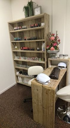 Home Beauty Salon, Home Nail Salon, Nail Salon Design, Hair Salon Interior, Beauty Salon Decor, Salon Interior Design, Spa Room Decor, Home Decor, Nail Station