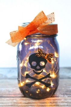 Here's a not-too-spooky mason jar idea for Halloween decorating and gift giving, and it only take a few moments to create. Light up someone's Halloween with thi… Diy Halloween, Halloween Mason Jars, Halloween Home Decor, Halloween Decorations, Happy Halloween, Halloween 2018, Holiday Decor, Holiday Ideas, Mason Jar Projects