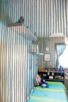 DIY Recycled project: DIY: Pop Tab Curtain