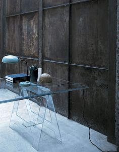 DON CAVALLETTO Design: Jean-Marie Massaud Series of high tables with top in chamfered and tempered mm. 12 thick transparent extralight glass, supported by two trestles realized in tempered and glued mm. 12 thick transparent extralight glass.