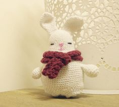 2000 Free Amigurumi Patterns: Easter bunny: free cute crochet pattern
