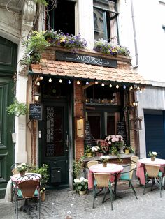 Un Joli Café | by nirantara. I've seen several photos of this cafe, Mistral, with some saying it is in Paris and at least one saying it is on Pelgrimstraat, Antwerp, Belgium
