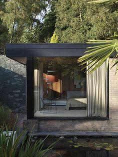 mid-century house David Shelley - outside