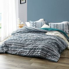 Dynamic Teal Twin XL bedding will add to your college decor! Supersoft Microfiber Bedding with 280 GSM Inner Polyester Fill. True Twin XL Comforter in a gorgeous teal color. Oversized King Comforter, Comforter Sale, Twin Xl Comforter, Duvet, Dorm Comforters, Dorm Bedding, Bedding Sets, Ruffle Quilt, Ruffle Bedding
