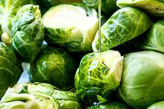 showing how to cook Brussels Sprouts recipe by drizzling with olive oil on a baking sheet Balsamic Brussel Sprouts, Roasted Sprouts, Brussels Sprouts, Sprout Recipes, Vegetable Recipes, Veggie Meals, Healthy Meal Prep, Healthy Eating, Healthy Food