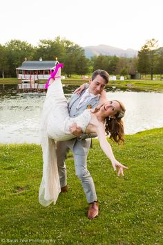 Colleen & David #wickedprimo © Sarah Tew Photography  http://www.sarahtewphotography.com/blog/wedding-at-the-kaaterskill/  @thekaaterskill,