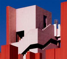 Ricardo Bofill, La Muralla Roja •