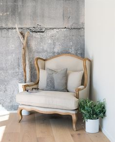 "Herskapelig Loveseat - ""Sonja"" | Interiør - drlykke.no Home Furnishings, Love Seat, Couch, Interior Design, Future, Home Decor, Design Interiors, Settee, Home Interior Design"