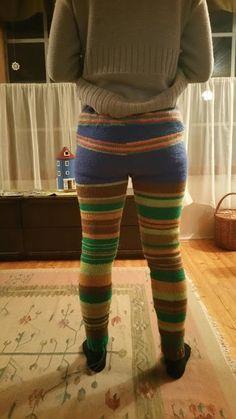 Käsin tehty työ: Villahousut aikuiselle seiskaveikasta + OHJE Knitting Charts, Knitting Patterns, Crochet Patterns, Crochet Projects, Sewing Projects, Yarn Thread, Best Leggings, Knit Shorts, Lana