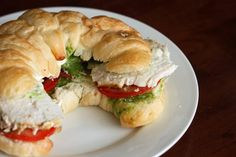 There are few things I love more than a good turkey pesto croissant sandwich. #croissantsandwich #turkeypestocroissant