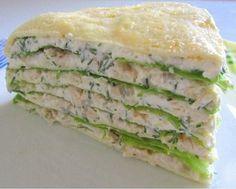 Замечательный закусочный торт, который прекрасно подойдет тем, кто заботится о своей фигуре. Может стать легким ужином или сытным низкокалорийным обедом. А еще он изумительно вкусный. Торт с курицей …