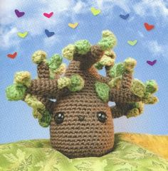 Amigurumi tree - free pattern- make little crochet hearts (in favorite color?) with family members' names on each one and pin/sew to branches = Family Tree