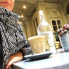 #latte in #feketecafe with Sarong Boni #lindaheringbyme 📷 by @erikaterdik 🙏🏼 #sarongboni #handmade #lindahering #madewithloveinbaliღ #boni  #bodywrap #shabbychic #handmadesarong #sarong #patterns #textiles #bali #ambiance #accessories #coloursofbali #chic #threads #fabrics #unikat #instamood #lookoftheday #fabric #instadaily #scarf #fashion #fashionista #bestseller Hand Gestempelt, Body Wraps, Best Sellers, Latte, Bali, Shabby Chic, Fabrics, Textiles, Patterns
