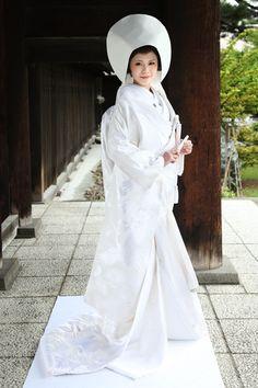 Traditional white 'shiromuku' Japanese wedding kimono