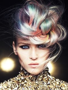 ¿Te atreves a un fin de año con mucho color?  #Hair: Mark Marianne Leeson  Visto en tupelu
