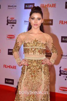 Urvashi Rautela Hot HD Pics in Black Gown from Filmfare Awards