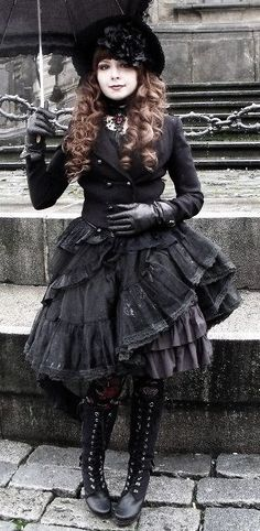 Steampunk Gothic Lolita, anyone? Black Steampunk costumes can really bring in that darker element - mix with purple or red for another color element without lightening the mood. Gothic Steampunk, Moda Steampunk, Style Steampunk, Steampunk Clothing, Steampunk Fashion, Gothic Clothing, Gothic Lolita Fashion, Gothic Outfits, Victorian Fashion