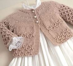 Knit Baby Cardigan Models & Crochet baby - You . Knitting For Kids, Baby Knitting Patterns, Baby Patterns, Knit Baby Dress, Knitted Baby Cardigan, Beige Cardigan, Gilet Crochet, Knit Crochet, Baby Sweaters