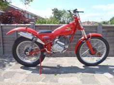 Honda Seeley, had one, sadly sold it! Vintage Motorcycles, Cars And Motorcycles, Heavy And Light, Trial Bike, Dirt Biking, Dual Sport, Bike Ideas, My Ride, Trials