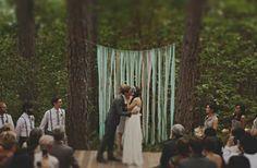 ribbon-tree-altar-wedding