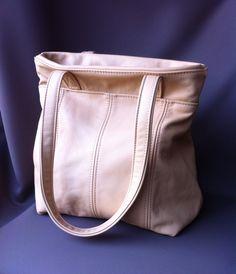Handgemaakte schoudertas van stevig leer en mooie binnenkant.