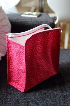 Melkein kuin uusi: Toilettilaukku: DIY Weaving, Textiles, Diy Crafts, Wallet, Purses, Sewing Ideas, Organizers, Bags, Projects