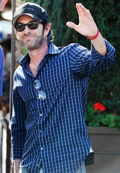 Luke Perry gave a friendly wave while out and about in L.A. on Feb. 11.