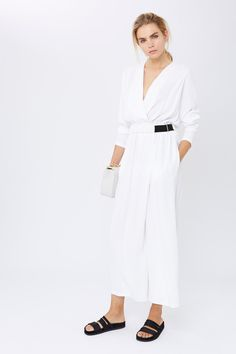 Catwalk photos and all the looks from Amanda Wakeley - Pre Spring/Summer 2017 Ready-To-Wear New York Fashion Week Amanda Wakeley, White Jumpsuit, Catwalk, Ready To Wear, Dressing, Vogue, Dresses For Work, Spring Summer, How To Wear