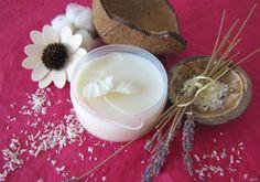Recette : Baume capillaire anti-poux - Ce baume anti-poux s'applique sur l'ensemble de la chevelure humide en insistant sur le cuir chevelu. Laissez poser 15 minutes. Peignez ensuite l'ensemble de la chevelure soigneusement avec un peigne très fin pour éliminer lentes et poux morts puis lavez la chevelure avec un shampoing doux à l'huile essentielle de Lavande. Répétez l'opération tous les 3 jours pendant 15 jours. Le respect de ce calendrier est très important car il permet d'éliminer les…